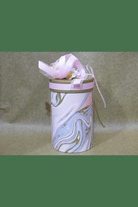 M2004 - Caixa grande cilindro mármore rosa decorada.