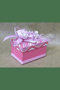 M2044 - Caixa cartão retangular decorada cor de rosa.