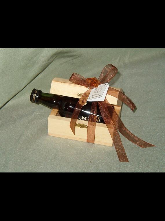 C6136 - Mini baú madeira com garrafa vinho porto decorada