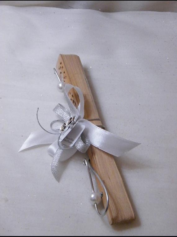 C15016 - Leque em madeira decorado em prata e branco com arame