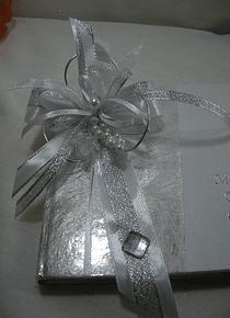 C9083.2 - Livro A5 de mensagens de comunhão em prata decorado em prata e branco