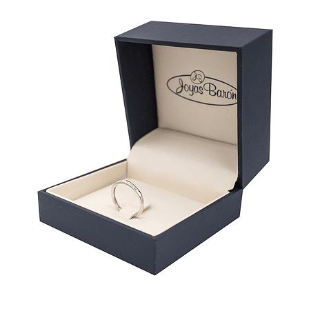 Anillo Oro Blanco 18Kt Diamantes Medio Cintillo.