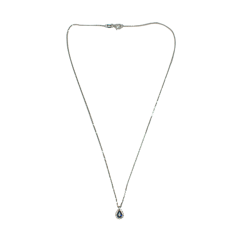 Collar de Diamante Oro Blanco de 18 Kts. Modelo Gota con Zafiro