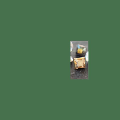 SQUARE RIVETS GOLD BRUSHED GOLDEN SHADOW 4 MM