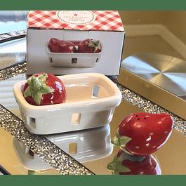 Sal y Pimienta Shakers Canasto de Frutillas