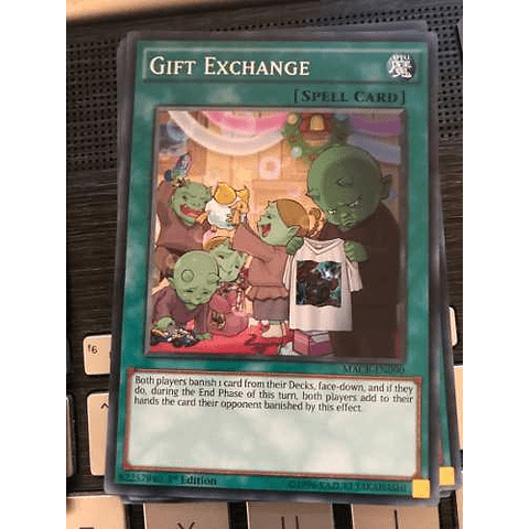 Gift Exchange -macr-en090- Common 1st Edition