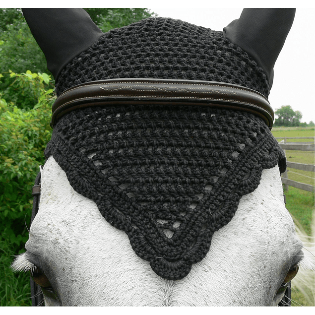 Black V Front Scalloped Bonnet