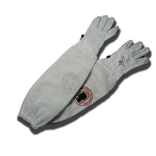 Lederhandschuhe mit langen Stulpen aus Netzgewebe.