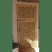 Panel con bambú colihue y enmarcado con madera de pino.