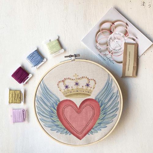 Mini Kit para bordar Corazón Alas con Corona