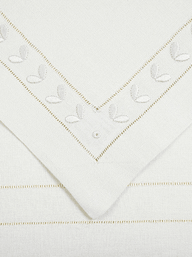 EMBROIDERED PLACEMAT AND NAPKIN (SET OF 6)