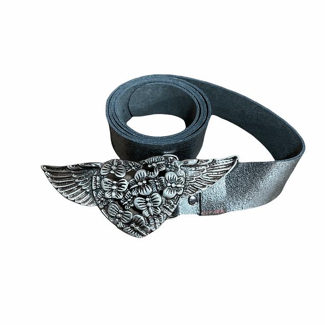 Cinturón hebilla corazón con alas