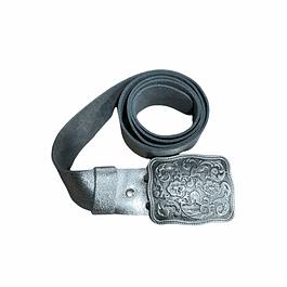 Cinturón hebilla rectangular floreada