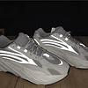 Adidas YEEZY 700 V2 (2 Colores)