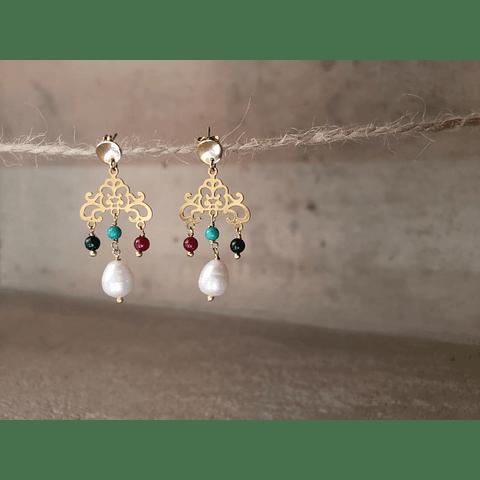 Filigrana con piedras y perlas