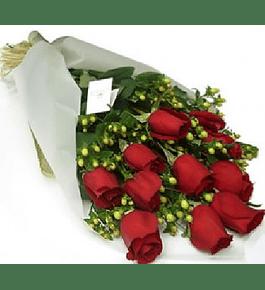 Ramo 12 Rosas mas Hipericum