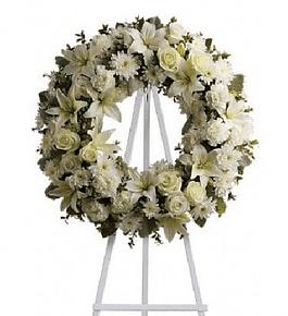 Corona de Flores Tonos Blancos en Atril