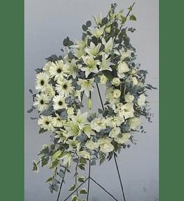 Corona de Flores Mixtas en Blanco y Eucaliptus