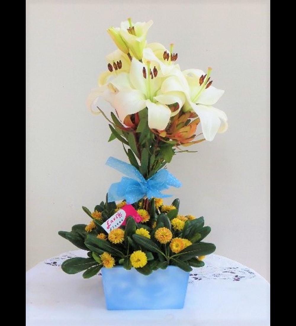 Arbolito de Liliums y Proteas base Celeste