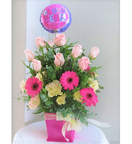 Arreglo Floral en Rosas, Gerberas y Lisianthus con Globo