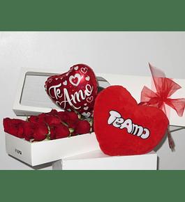 Caja 12 Rosas con Globo y Corazón