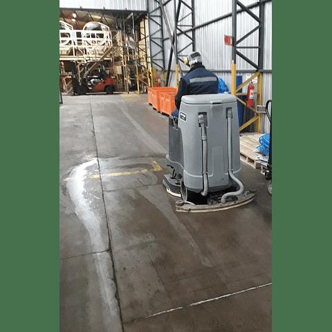 Arriendo Vacuolavadora Hombre a Bordo Nilfisk BR855 110 Litros (Baterías)