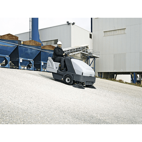 Arriendo Barredora Nilfisk SR 1601 (LPG)