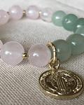 Pulsera Piedras Naturales Jade con cuarzo rosa con dije de San Benito