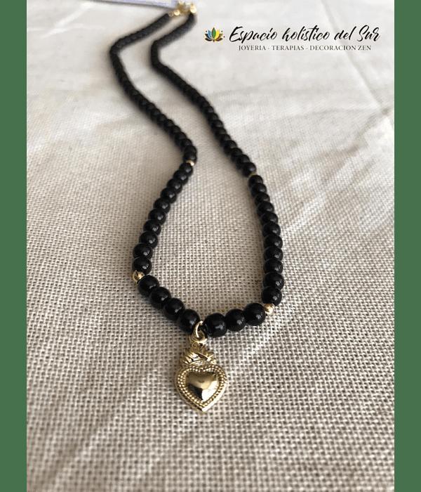 Collar Onix Negro con dije de detente sagrado corazón de Jesús