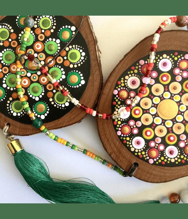 Colgantes decorativos, pintados a mano sobre Madera Nativa.