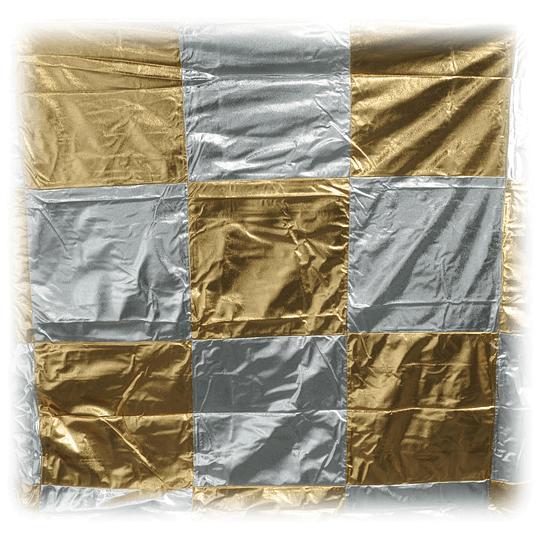Arriendo de Tela 8x8 Checkerboard Dorado/Plata Matthews (2.4x2.4mt)