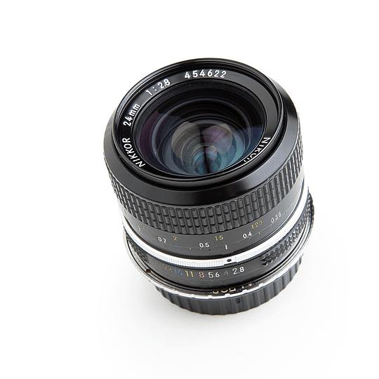 Arriendo de Lente VINTAGE Nikon Nikkor 24mm f2.8
