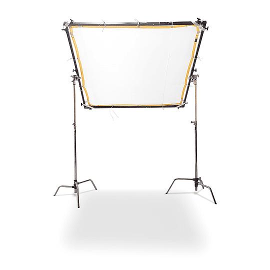 Arriendo de Tamizador Avenger 6x6 (180x180cm) con tela difusora y trípodes