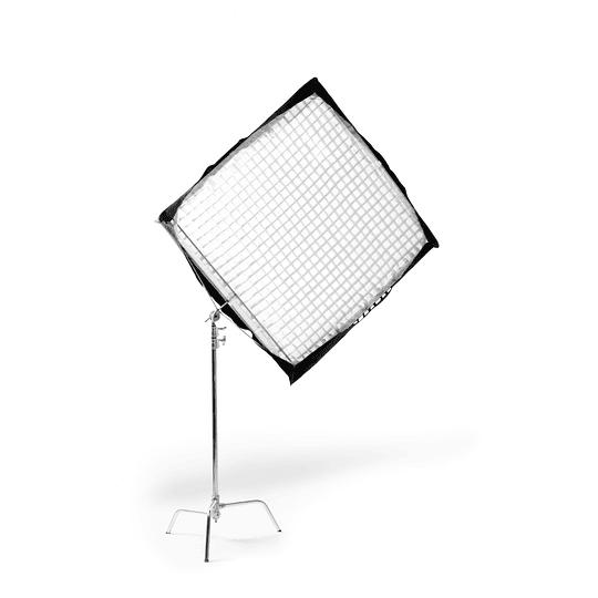 Arriendo de Marco Advantage 48x48 con Tela Difusora con Grid y c-stand (120x120cm)