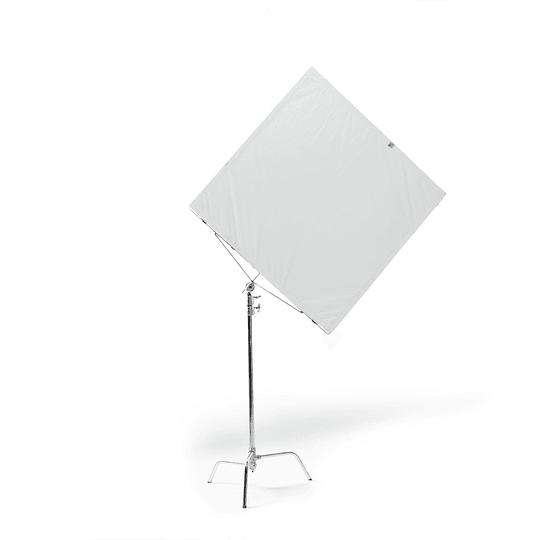 Arriendo de Marco Advantage 48x48 con Tela Blanco/Negra y c-stand (120x120cm)