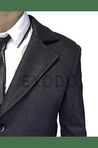 Abrigo negro rojizo, diseño