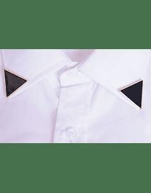 puntero de camisa color negro
