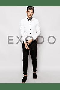 camisa cuello de paloma, botones negros, slim fit