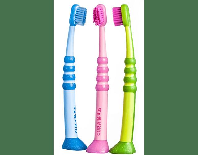 Curaprox Escova de Dentes CuraKid (Cor sortida)