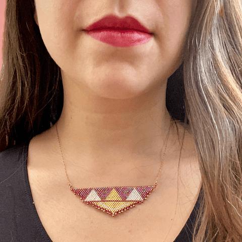 Collar etnic