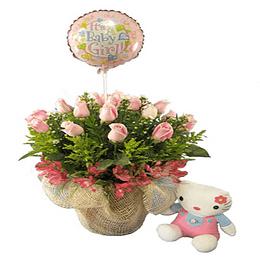 Canastillo 15 rosas con base de arpillera, globo y peluche.