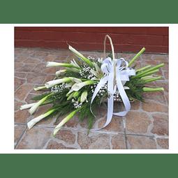 Cesta Ovalada con 10 Calas y Liliums
