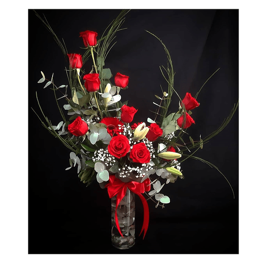 Florero con 12 rosas (medialuna)