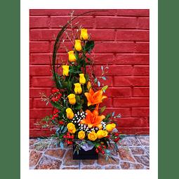 Espiral de 12 Rosas Amarillas y Liliums