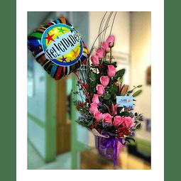 Espiral de 12 Rosas + Globo