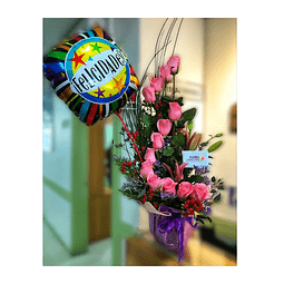 Espiral de 13 Rosas + Globo