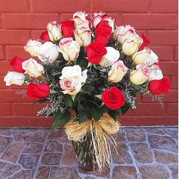 Florero con 50 Rosas Multicolor