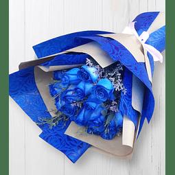 Ramo con 18 Rosas Azules en papel Kraft y con Diseño