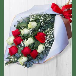 Ramo de 12 Rosas Rojas y Blancas