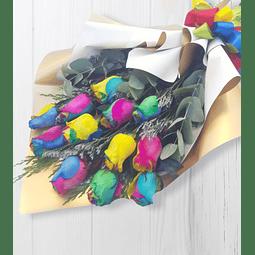 Ramo Tendido con 12 Rosas Arcoíris